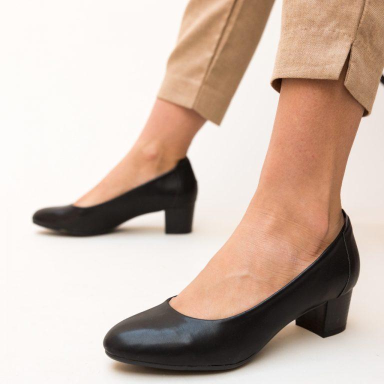 Pantofi dama cu toc mic patrat (6 cm) - Negri, rosii si nude